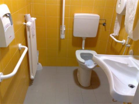 Bagni per disabili scopri le possibilit - Arredo bagno per disabili ...