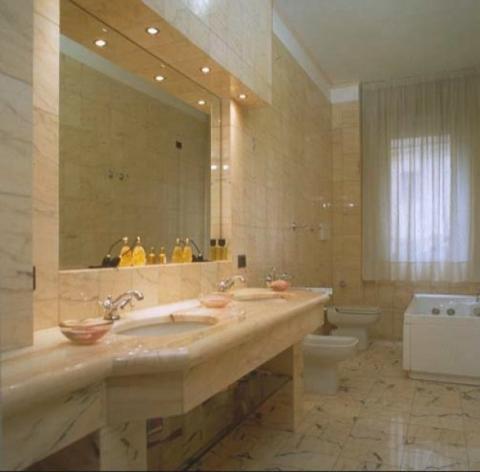 Rivestimenti bagno finto marmo idee per il design della casa for Bagno effetto marmo