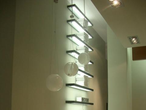 Mensole luminose novit nel design dei complementi di arredo for Mensole per ufficio