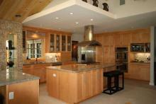 Cucine con penisola: la comodità al servizio di chi cucina