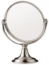 Specchi e arredamento della camera e del bagno
